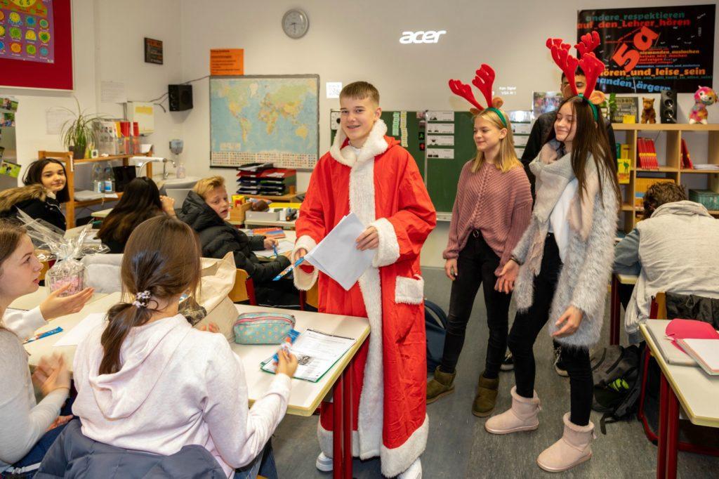 Besuch vom Nikolaus an der Hellweg-Realschule